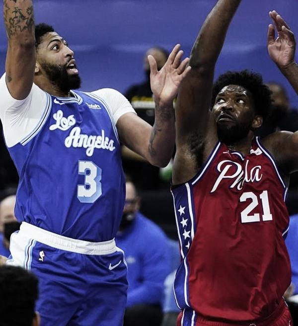 NBA: Joel Embiid tira sarro de Anthony Davis jogando videogame